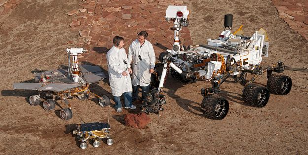 Comparative rover sizes. Foreground: Mars Pathfinder (1997); left: Mars Exploration Rover (2003-present); right: MSL