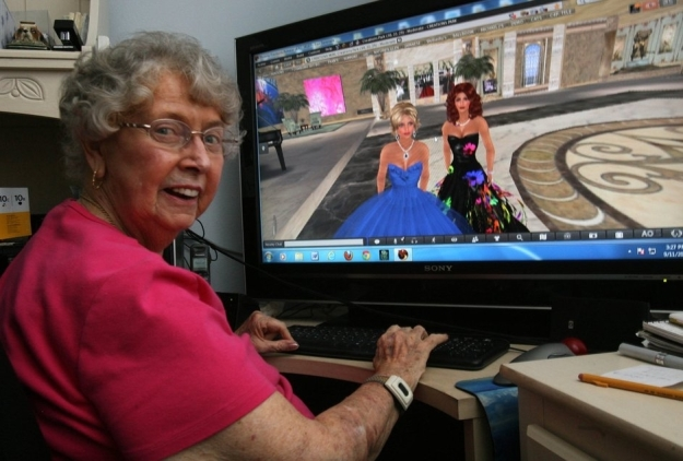 Fran Swenson with her avatar (in the blue gown) Fran Serenade, and her daughter's avatar, Barbi Alchemi – image courtesy of San Diego Union-Tribune / Bill Wechter