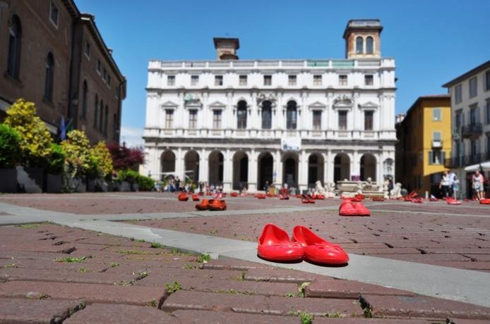 Zapatos Rojos, Piazza Vecchia, Ciudad Juárez, May 2013