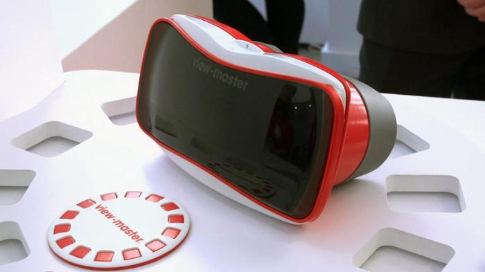 The re-vamped View-Master for VR from Mattel, and one of the scenic discs that accompany it