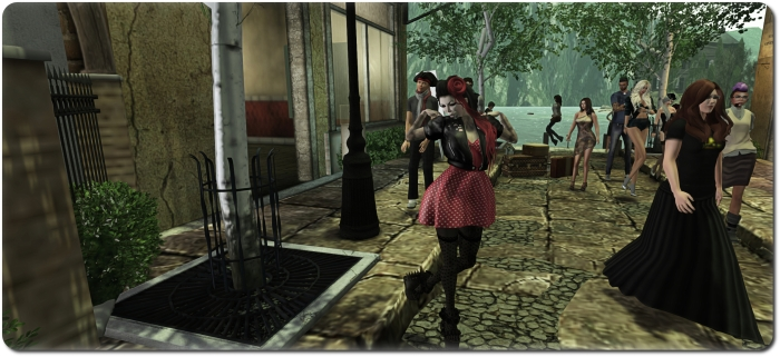 Xiola (l) and Shaman (r) make their way towards the town square