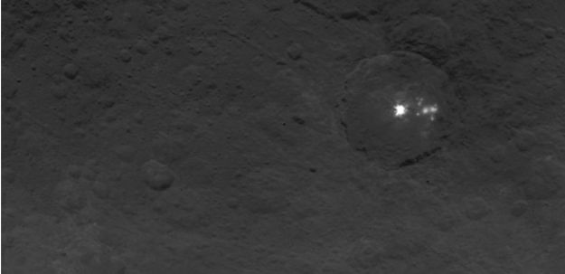 A closer view of the bright areas inside a crater on Ceres, captured by the European imaging systems aboard the Dawn mission on June 9th, 2015 (credit: NASA/JPL-Caltech/UCLA/MPS/DLR/IDA)