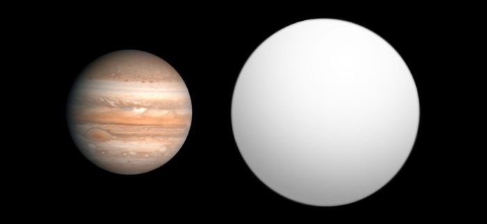 Exoplanet 2M1207b compared to Jupiter. Although massing 4 times greater than Jupiter, the exoplanet is not very much larger, gravitational compression limiting its size as it slowly contracts (image: Wikipedia)