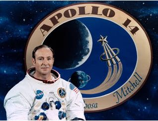 Edgar Mitchell photographed in 1971 before the Apollo 14 mission graphic (image: NASA)