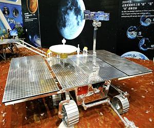 A prototype model of the propsed Mars rover China plans to launch in 2020 as part of a 3-phase mission involved an orbiter / carrier vehicle, a static lander and the rover (credit: