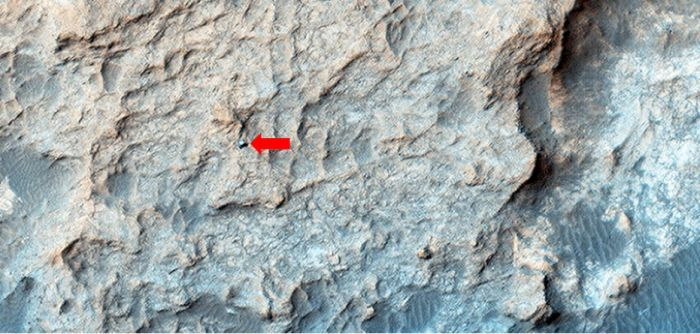 The HiRise imaging system on the Mars Reconnaissance Orbiter (MRO) captured the the Mars Science Laboratory rover Curiosity on the Naukluft Plateau in May 2016 (credit: NASA/JPL / University of Arizona)