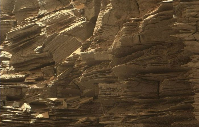 "A closer view of the layered nature of the sandstone deposits forming ""Murray Buttes"", showing the ""cross bedding"" of the layers, indicative of the role that wind played in their deposition / formation. This picture comprises a mosaic of images captured by Curiosity rover on Thursday, September 8th, 2016 during its 1,454 sol on Mars. Credit: NASA/JPL / MSSS"