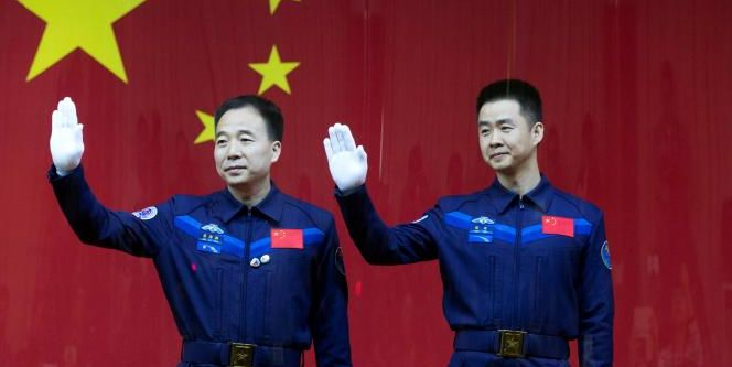Jing Haipeng (L) and Chen Dong at a pre-launch press conference. Credit: China Daily/via Reuters