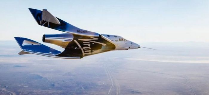 VSS Unity seen from a chase plane as it glides towards touch-down on Saturday, December 3rd, 2016. Credit: Virgin Galactic