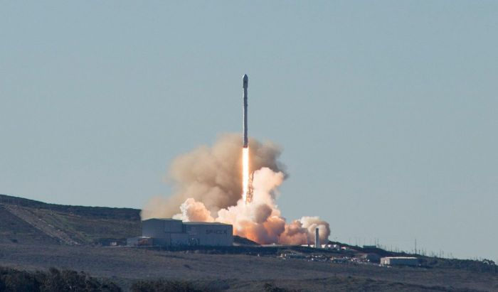 January 14th, 2017: the SpaceX Falcon 9, carry 10 advanced Iridium Next communications satellites in its bulbous paylod fairing, lifts-off from Space Launch Complex 4E, Vandenberg Air Force Base, California Credit: SpaceX