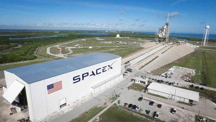 The SpaceX Horizontal Integration Facility, capable of handling up to 5 Falcon rockets at a time, and Pad 39A, which the company will use for Falcon 9 and Falcon Heavy launches