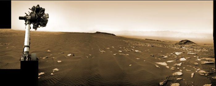 "Sol 1,65, March 2017: with its robot arm raised, Curiosity examines another area of the ""Bagnold Dunes"" on ""Mount Sharp"", a area it first examines lower down the side of the mound in December 2015 / January 2016. Credit: NASA / JPL / M. Di Lorenzo"